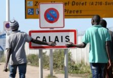 "Migrants pass by a road sign as they leave the northern area of the camp called the ""Jungle"" in Calais, France, September 7, 2016.  REUTERS/Charles Platiau  - RTX2OIQ5"