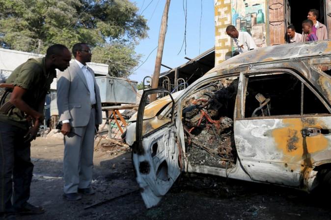 Mogadiscio, autobomba al porto: almeno 16 morti