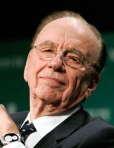 """Murdoch esce di scena? Lo """"Squalo"""" perde i denti ma non il potere dei new media"""