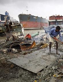 Uno sguardo al lavoro in Bangladesh: la catena di montaggio umana