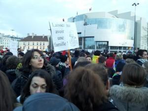 """Francia. Sui matrimoni gay lo """"scontro"""" di piazza"""