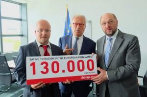 Articolo 21 a Strasburgo ha consegnato le 130mila firme al presidente Schulz