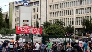 Grecia, la protesta continua ed apre una breccia