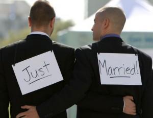 """Unioni civili possibile compromesso? Dal """"Family Day"""" al   """"Gay Pride""""."""