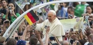 Francesco si comporta come dovrebbe comportarsi un Papa