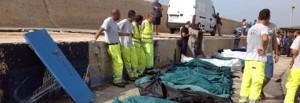 """Strage Lampedusa: 94 morti, 250 dispersi. Art.21: """"tv, giornali e siti con nastrino nero!"""" Appello per apertura canale umanitario. """""""