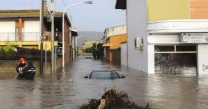 """""""Bomba d'acqua"""" devasta la Sardegna. L'informazione, passata l'emergenza, continui a raccontare e denunciare"""