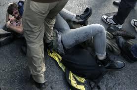 Il Portavoce e il poliziotto (I Tg di lunedì 14 aprile)