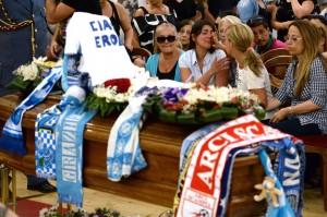 """""""Ciao, eroe"""". I funerali di Ciro Esposito"""