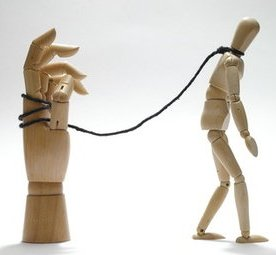 Chi ci vuole schiavi, ci vuole anche indifferenti