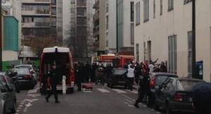 """Strage al giornale satirico francese Charlie Hebdo. Hollande, """"attacco a libertà, è terrorismo"""""""
