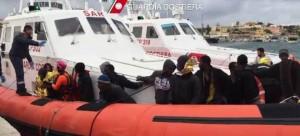 Lampedusa, i 330 annegati nelle lacrime di coccodrillo e quelli che Triton non salverà