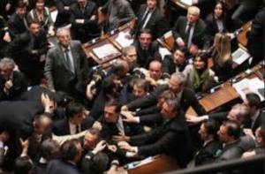 Battaglia, caos, sdegno, rabbia… (I Tg di venerdì 13 febbraio)