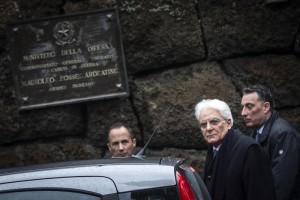 L'omaggio del neoeletto presidente Mattarella alle Fosse Ardeatine