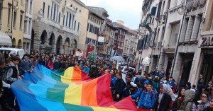 """Migliaia di giovani ad Udine per il Meetingdi Pace. Giulietti: """"Un argine alle guerrelo si mette quotidianamente sviluppandola capacità di accogliere i diversi da te"""""""