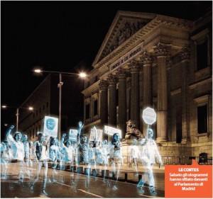 Madrid, il corteo degli ologrammi contro la Ley Mordaza