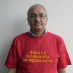 """La denuncia di Enzo Palmesano: """"Io cronista licenziato dal clan, ho vinto ma sono ancora solo"""""""