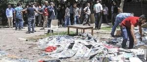 Suruc, 27 morti e un centinaio di feriti. Volevano aiutare la ricostruzione di Kobane