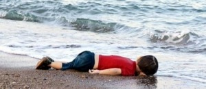 Quella foto va pubblicata perchè è l'immagine della morte della nostra umanità