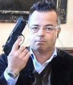 Buonanno con la pistola: fareste meglio a perquisirli prima di ospitarli in diretta tv