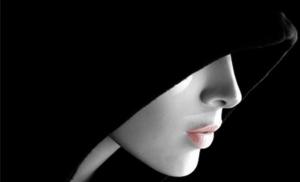 La dama nera ed un Paese in mutande (I Tg di giovedì 22 ottobre)