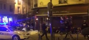 Francia: Parigi sotto attacco, tre attentati, almeno 18 morti, ostaggi in sala concerti
