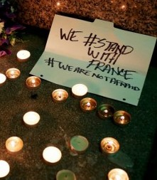 Attentati Parigi, #restiamoumani