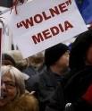 """Polonia, i media e la società civile si ribellano alla nuova """"legge purga"""""""