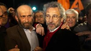 Turchia, mandato di arresto internazionale per Can Dundar mentre Ankara accusa Gülen dell'omicidio dell'ambasciatore russo nel dicembre 2016