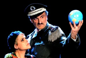 """Massimo Venturiello e Tosca in tournée con """"Il grande dittatore"""" da Chaplin"""
