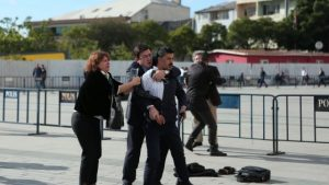 In Turchia spari contro il direttore del quotidiano Cumhuriyet. E Zaman chiude