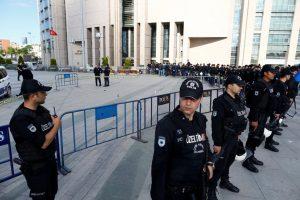 Turchia, tre proiettili contro Can Dündar. Illeso, poi condannato