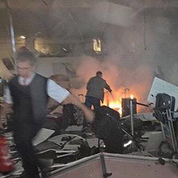 Istanbul, esplosioni in aeroporto. 41 morti. Un attacco che ricorda quello di Bruxelles
