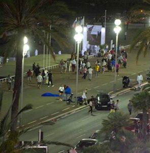 Attentato a Nizza, 77 morti, centinaia di feriti
