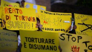 """""""È sorprendente che si ritenga superfluo un reato come la tortura"""". Intervista a Luigi Manconi"""