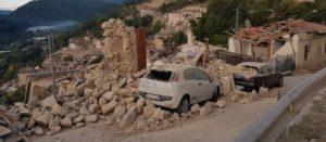 Terremoto devasta il centro Italia. Numerosi i morti. Attivi numeri emergenza