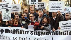 Turchia, 21 giornalisti arrestati. Un danno irreparabile al pluralismo e alla democrazia