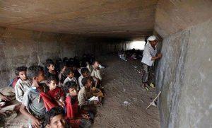 Yemen, vittime bombe aumentate del 40% nell'ultimo mese mentre i bambini tornano a scuola nei tunnel
