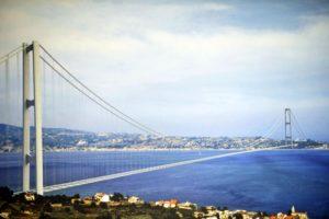 Quando i nostri politici sono alle strette, rilanciano il Ponte sullo Stretto