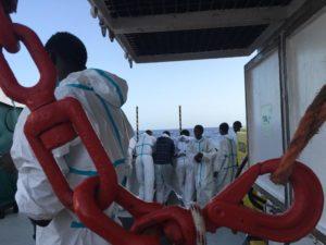 """""""E' questa l'Europa?"""" Viaggio con i volontari della nave Aquarius in soccorso nel Mediterraneo"""
