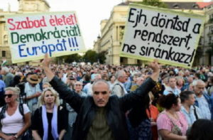 Attacco alla libertà di stampa in Ungheria, chiuso il principale quotidiano di opposizione