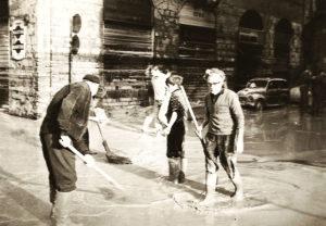 """""""Per Firenze"""", il documentario sull'alluvione che fece il giro del mondo: il ricordo e una proposta di Furio Colombo per il terremoto del centro Italia"""