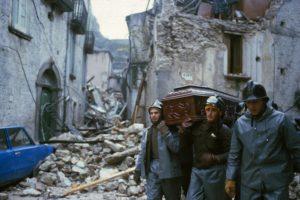 36 anni fa il terremoto dell'Irpinia. La ricostruzione e la gigantesca speculazione