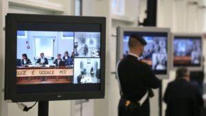 """La 'ndrangheta si fa sindacato: """"fuori i giornalisti dall'aula"""". Noi andremo in massa…"""