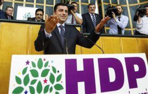 Chiesti 142 anni di carcere per il leader dell'Hdp Demirtas, ultimo baluardo a difesa dei principi democratici in Turchia