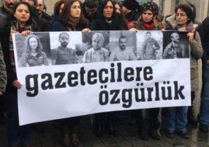 Turchia: liberati tre dei sei giornalisti arrestati a dicembre