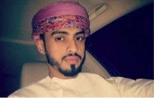 Giornalista dell'Oman in esilio, moglie e figli non possono vederlo