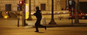 Attentato Champs Elysees. Quel kalashnikov quanto potrà influire sulle elezioni, così vicine?
