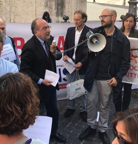 Presidio fnsi in piazza montecitorio lorusso iniziativa for Montecitorio oggi