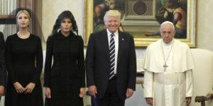 """""""Trump sorride e mostra i denti. Il Papa resta scettico"""""""